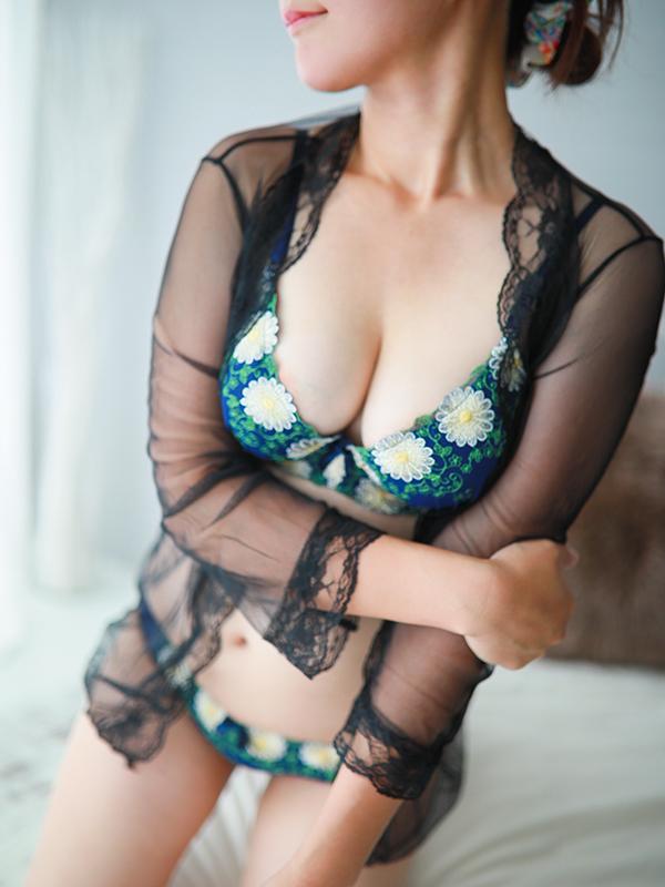 桃井 かおり(28)|梅田 十三 新大阪 西中島 出張&待ち合わせ 人妻性感エステ ママセラ